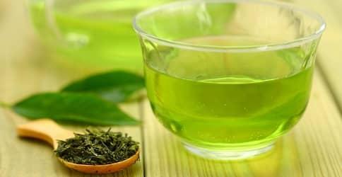 Листья зеленого чая укрепляют ресницы